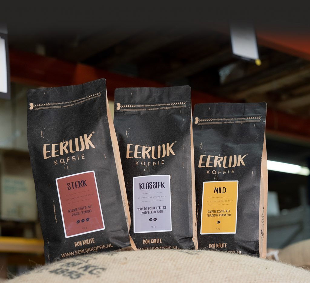 https://eerlijkkoffie.nl/wp-content/uploads/vers-gebrande-koffiebonen-zakken.jpg