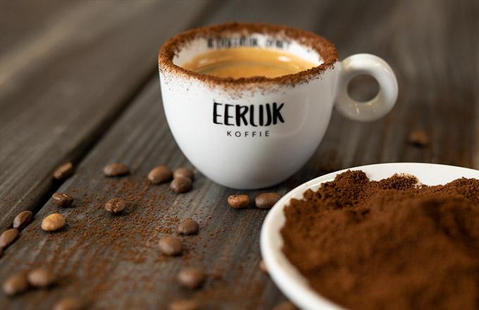 https://eerlijkkoffie.nl/wp-content/uploads/verse-koffiebonen-koffie.jpg